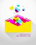 Sobre con los corazones para el día de tarjeta del día de San Valentín Fotografía de archivo libre de regalías