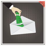 Sobre de la mano del icono del vector del efectivo del sueldo del dinero en fondo negro Foto de archivo libre de regalías