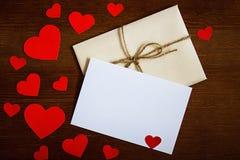 Sobre del día del `s de la tarjeta del día de San Valentín Fotografía de archivo libre de regalías