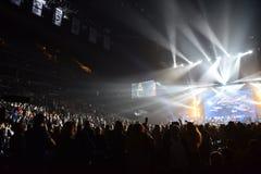 Sobre dez milhares os povos atendem concerto do aniversário do ano de Viktor Drobysh ao 50th em Barclay Center Imagem de Stock