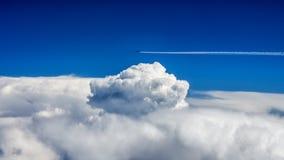 Sobre el cielo fotos de archivo