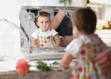Sobre el espejo Imagenes de archivo