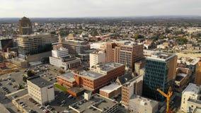 Sobre horizonte urbano céntrico del centro de ciudad de Allentown Pennsylvania almacen de metraje de vídeo