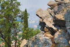 Sobre la bahía de Kotor Foto de archivo