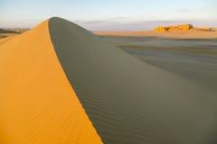 Sobre la duna de arena Imagenes de archivo