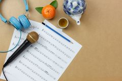 Sobre la visión tirada del instrumento musical de los accesorios y del concepto chino del Año Nuevo Imagen de archivo libre de regalías