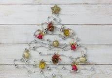 Sobre la vista de decoraciones y del concepto del fondo de la Feliz Año Nuevo de los ornamentos Foto de archivo libre de regalías