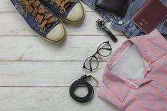 Sobre la vista de la ropa de las mujeres de la moda para el concepto del viaje Fotografía de archivo