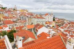 Sobre las azoteas rojas de Lisboa, Portugal Imagenes de archivo