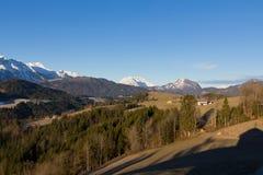 Sobre las colinas y lejos Foto de archivo