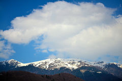 Sobre las montañas Fotos de archivo libres de regalías