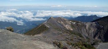 Sobre las nubes en Costa Rica foto de archivo