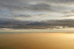 Sobre las nubes, puesta del sol Fotografía de archivo