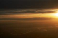 Sobre las nubes, puesta del sol Imagen de archivo