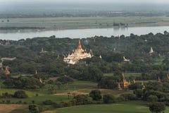 Sobre los templos de Bagan imágenes de archivo libres de regalías