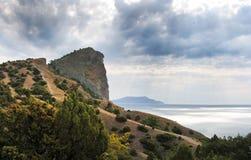 Sobre montanhas e o mar imagens de stock
