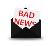 Sobre negro con la letra Malas noticias Foto de archivo libre de regalías