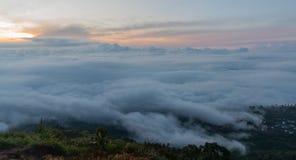 Sobre a nuvem na manhã Fotografia de Stock