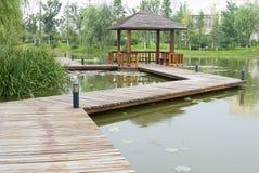 Sobre o pavilhão da água no jardim Fotografia de Stock