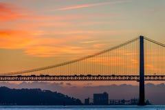 Sobre o Tejo di Ponte, a Lisbona, il Portogallo fotografie stock libere da diritti