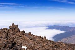 Sobre o vulcão de Taide acima das nuvens Tenerife imagens de stock