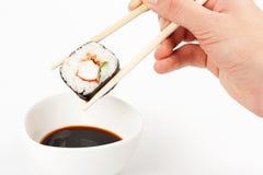 Sobre para poner makizushi delicioso Imagenes de archivo