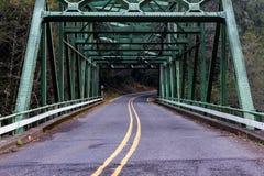 Sobre a ponte à direita Imagens de Stock Royalty Free