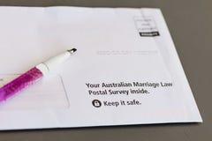 Sobre que contiene voto postal del matrimonio homosexual australiano Imagen de archivo libre de regalías