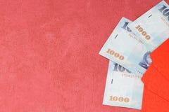Sobre rojo chino del Año Nuevo con el dinero Fotografía de archivo