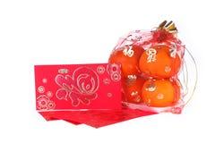 Sobre rojo y fruta anaranjada del Año Nuevo chino Imagen de archivo