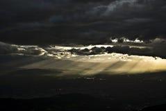 Sobre todo día nublado Imagen de archivo