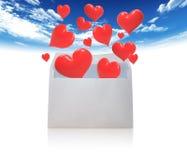 Sobre y corazones para el amor Imágenes de archivo libres de regalías
