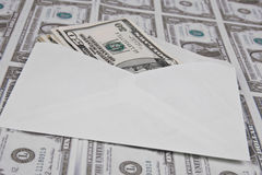 Sobre y dinero Fotos de archivo libres de regalías