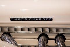 Sobrecarregado Modelo retro do motor com o super do art deco carregado imagens de stock