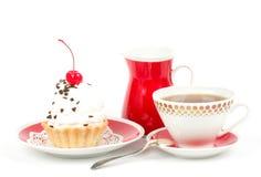 Sobremesa - bolo doce com cereja Imagem de Stock
