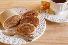 Sobremesa brasileira de rolo do Bolo (rolo suíço, rollcake) horizontal Imagens de Stock