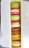 Sobremesa coloful de Macaron Fotos de Stock Royalty Free