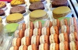 Sobremesa coloful de Macaron Fotos de Stock