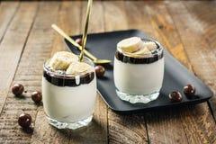 Sobremesa com chocolate e banana imagem de stock royalty free