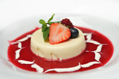 Sobremesa com morangos Imagens de Stock Royalty Free