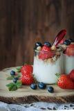 Sobremesa da baga do iogurte foto de stock royalty free