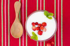 sobremesa da dieta saudável com bagas frescas Foto de Stock