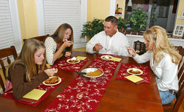 Sobremesa da família do feriado Fotos de Stock Royalty Free