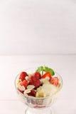 Sobremesa da morango com iogurte Imagem de Stock Royalty Free