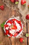 Sobremesa da morango (com molho da baunilha) Fotografia de Stock