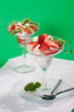 Sobremesa da morango e do quivi Imagem de Stock Royalty Free