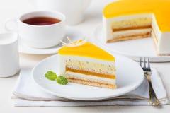 Sobremesa da musse do bolo do fruto de paixão, sabor tropical fotos de stock