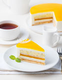 Sobremesa da musse do bolo do fruto de paixão, sabor tropical fotografia de stock royalty free
