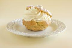 Sobremesa da pastelaria de sopro da nata Fotos de Stock