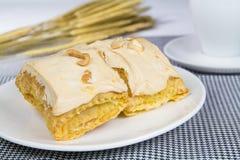 Sobremesa da torta da merengue Imagens de Stock